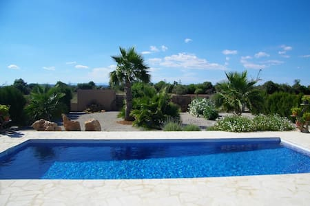 Neu gebautes Landhaus, Pool, Internet, ruhige Lage - Felanitx - House