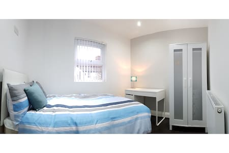 3) 8-min to Centre. Clean, Sharp and Modern Rooms! - Liverpool - Rumah