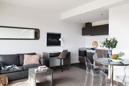 Dandenong 14 nights - One Bedroom Apartment