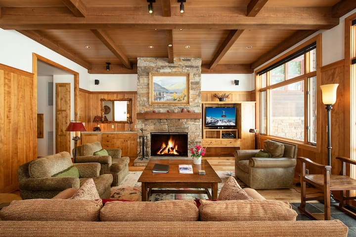 RMR: 4 BR Ski in/Out + Free Activities!