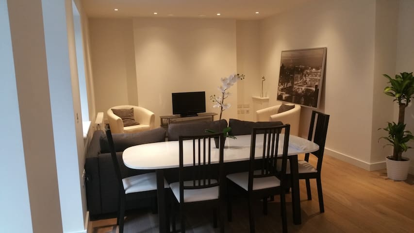 Spacious stylish apartment in the heart of Soho!