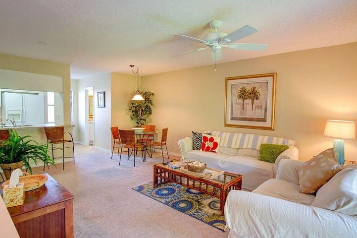 Teddy Bear - 2br w/ pool and tennis courts - 5 min walk to beach