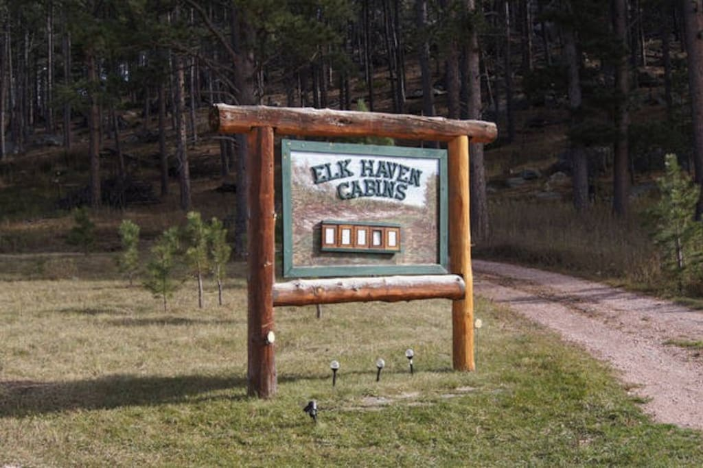 Elk haven cabins 1 cabins for rent in custer south for Cabins near custer sd