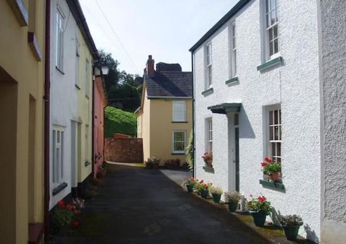 Historic cottage near the castle - Llandovery