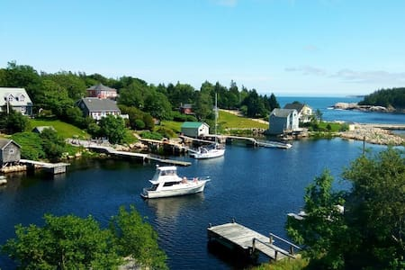 Gorgeous Oceanfront Home: 3bed escape near city