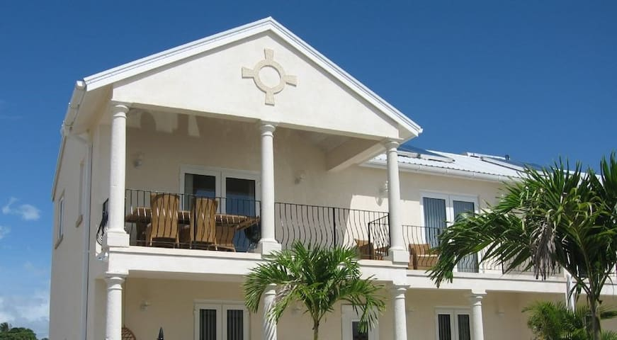 """OCEAN VIEW"" 3 bdrm / 3 bathrm villa w/Wi-Fi & AC - Fitts Village - Hus"