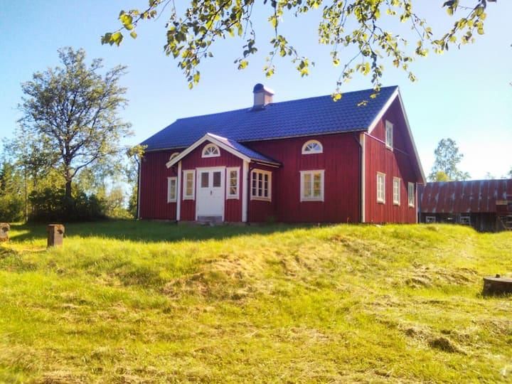 Norrgården - Lugnt boende på skogsgård