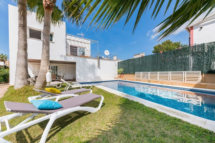 NEW! Great villa with pool and close to the beach