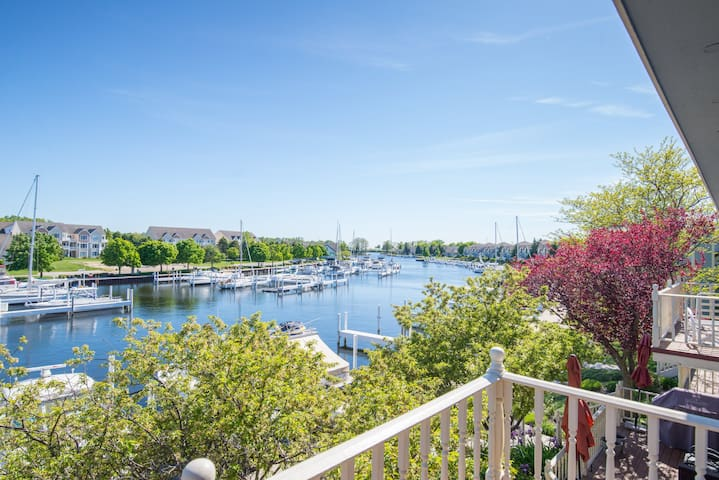 REMODELED Harbor Condo Steps to Lake MI