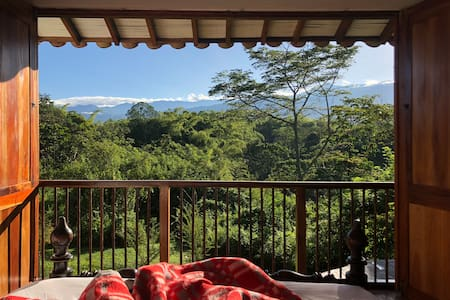 Gorgeous Farmhouse in Colombia's coffee zone