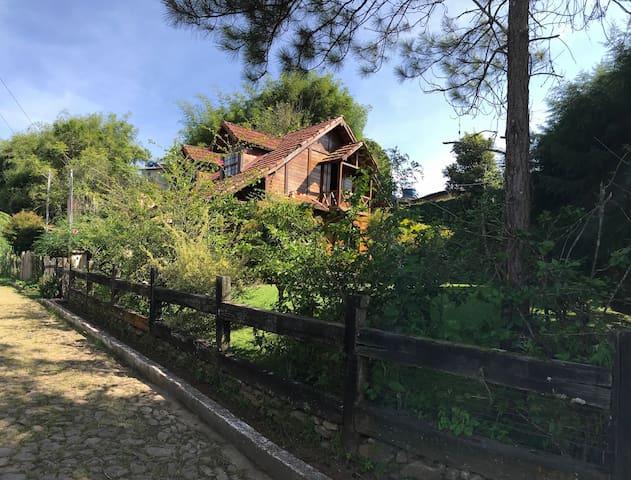 Casa de Madeira (4 Hóspedes)