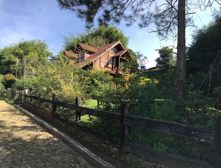 Casa de Madeira (6 Hóspedes)