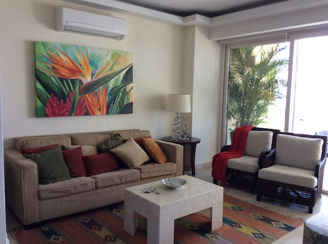 Mexican contemporary Condo at El Dorado Resort - Ajijic - House