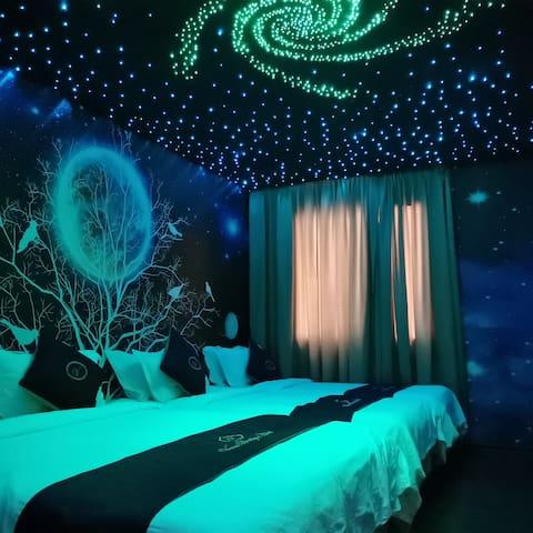 Indulge in Illusion Planet Room of Melaka 梦幻の星空