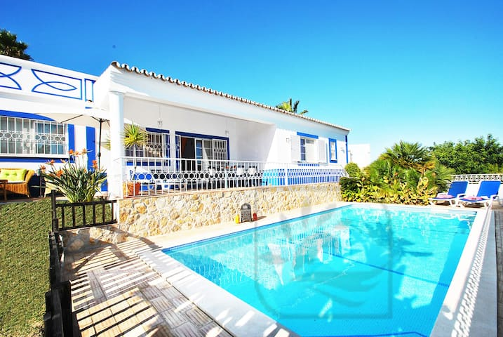 LOVELY 3 BED VILLA W PRIVATE POOL, AIR CON, BBQ - Guia - House