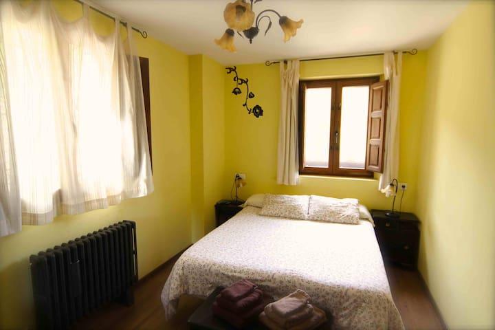 Habitacion con jacuzzi - Panzares - Dům