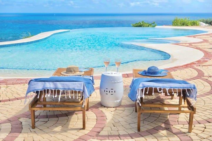 The Coastal Condo: Beautiful Luxury 3 Bed 2.5 bath