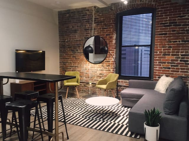LOCATION! Loft in the heart of Downtown Nash! 301