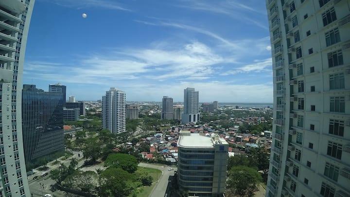BIG I Ayala Solinea Highfloor nice view FREE WIFI
