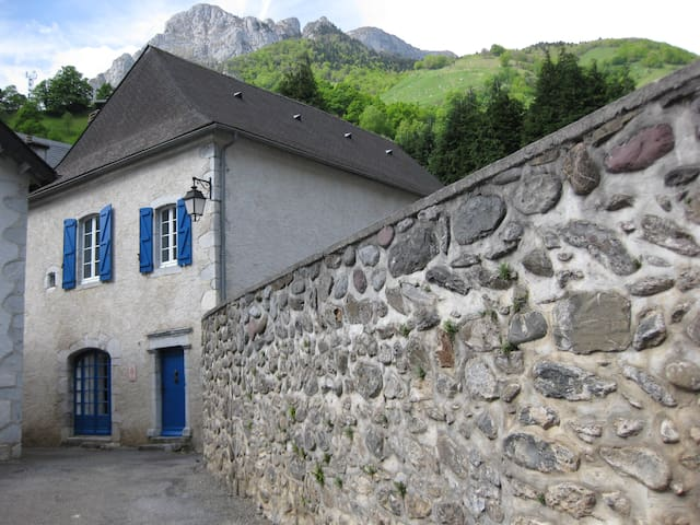 Grand gîte 18 places avec chambres partagées - Borce - Casa