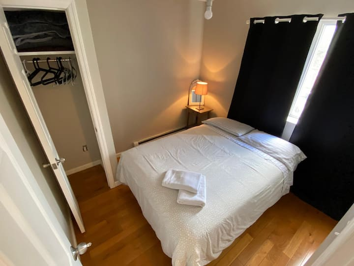 Private Room close to J, Z, M Line Station!