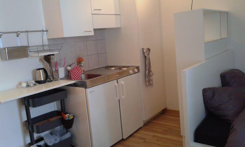Kochnische mit 2 Herdplatten und kl. Wasserkocher