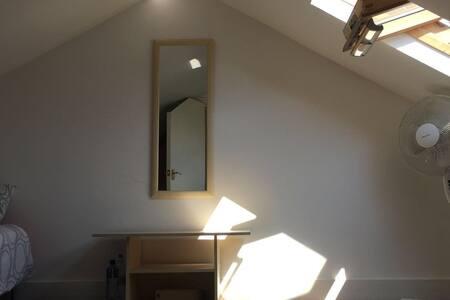 Warm and cosy loft space - Ilford - Loft