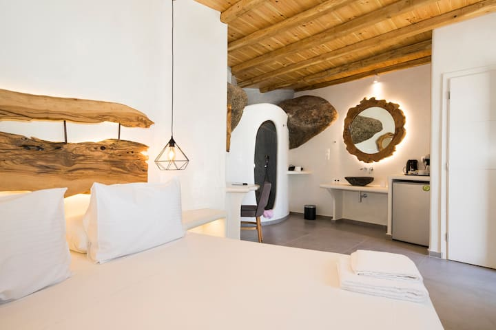 Superior Suite with Jacuzzi in Mykonos