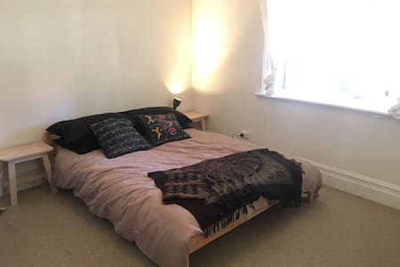 Westside Adl Townhouse. Private Room. - Thebarton - Radhus