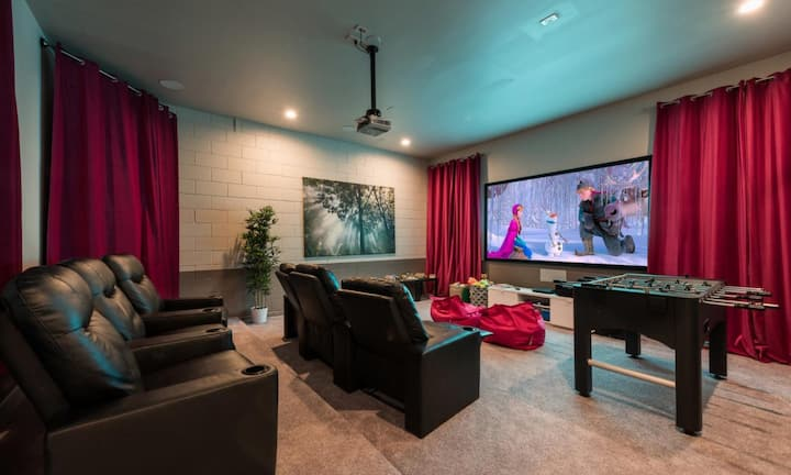 Modern 5 Bdrm Retreat with Personal Home Theater at Reunion