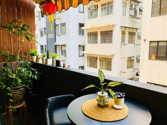 Studio w/ PRIVATE terrace & balcony - Sheung Wan