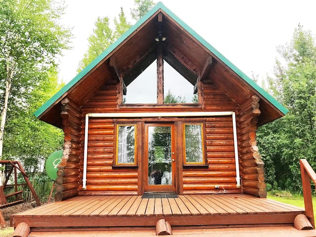 Beautiful Alaskan Lakefront Cabin