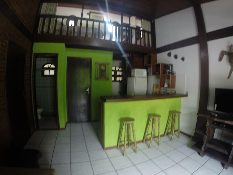 Sala de estar e espaço gourmet.