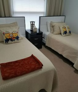 Cozy Guest Room by DISNEY Parks - Kissimmee