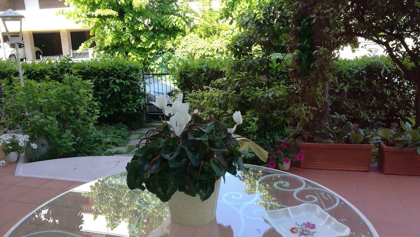 appartamento indipendente piano terra - Riccione - Lägenhet