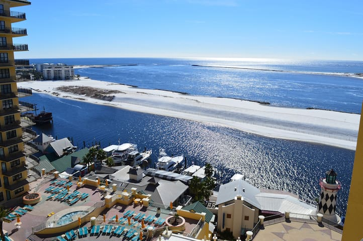 Emerald Grande 1023 View of the Pool & Gulf