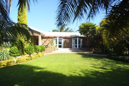 We offer comfortable accommodation - Lutzville - Bed & Breakfast