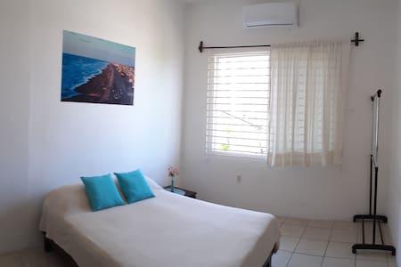 Cómoda habitación con sofá - Ediplaza Río Suites