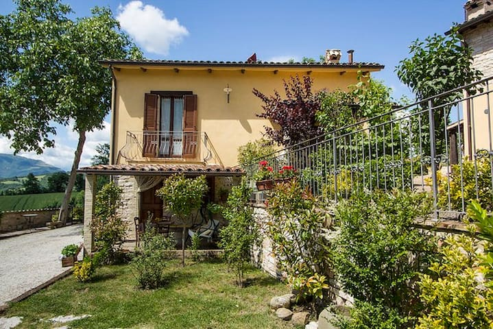 Lilla-Apt in Countryhouse with pool - Cagli - Appartement