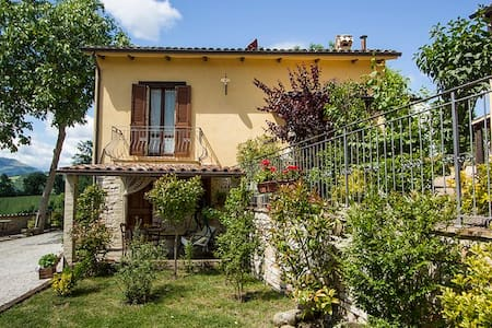 Lilla-Apt in Countryhouse with pool - Cagli - Apartamento