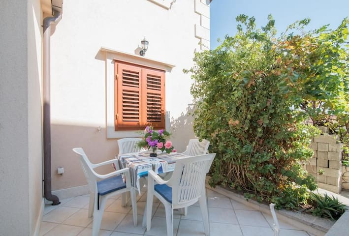 Apartments Longo - One Bedroom Apartment with Terrace(A2)