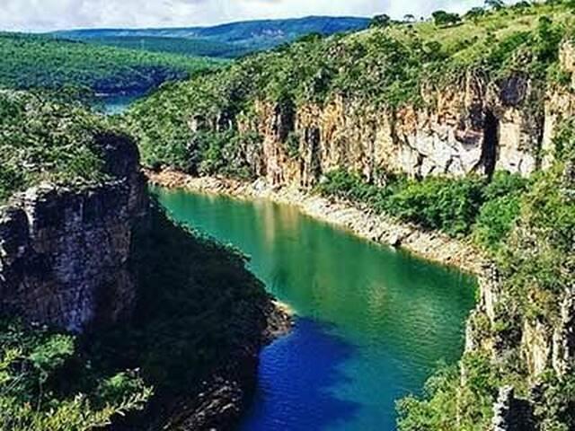 Paraísos de Minas. Escarpas do lago e Canastra.