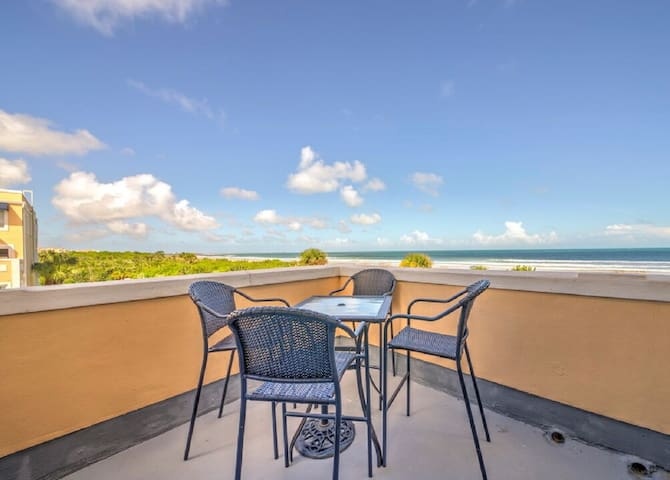 Penthouse Beach Front with Panoramic Views!