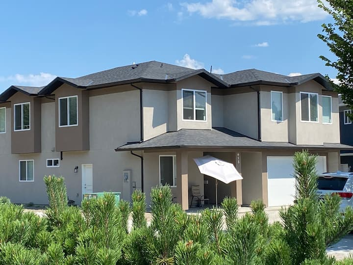 Private 2 bedrooms Suite right on Glenmore Rd,