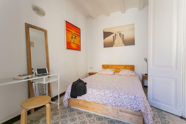 Beautifull bedroom , Las Ramblas :)