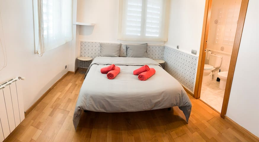 SWEET DREAMS room with WC&shower SITGES CENTRE