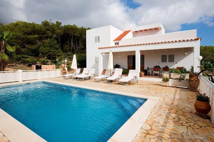 Villa Es Socorrat con piscina, ping pong y jardín