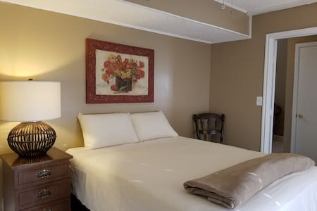 Getaway for 2 - Guest house w/Private entrance