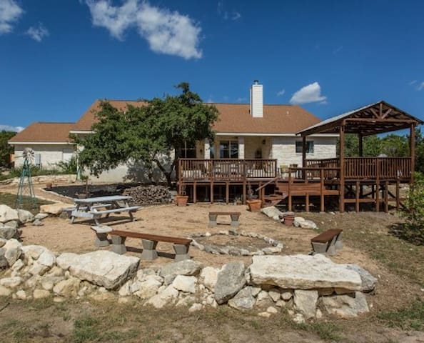 Spacious Hill Country Retreat - Helotes - Huis