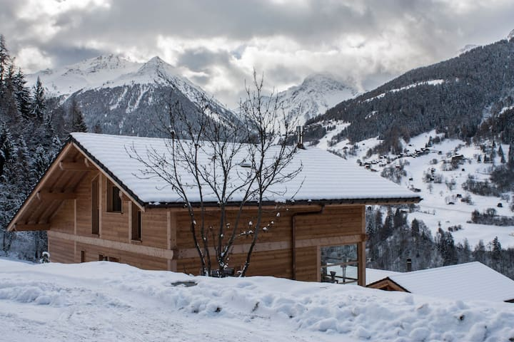 Wonderfully cosy chalet, spectacular views - Ayer - Haus